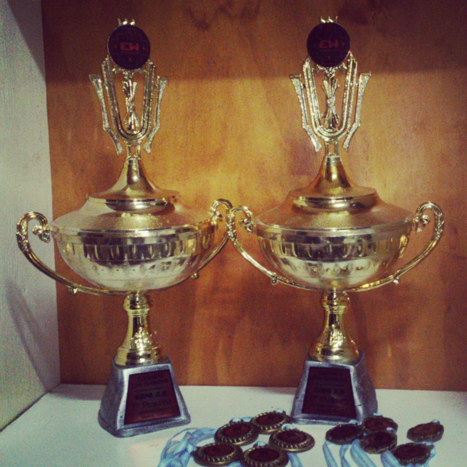 Algunos de los premios de la Copa 2.0 organizada por EW