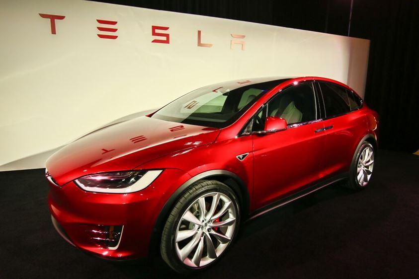 Cultura Geek Tesla Model X 1