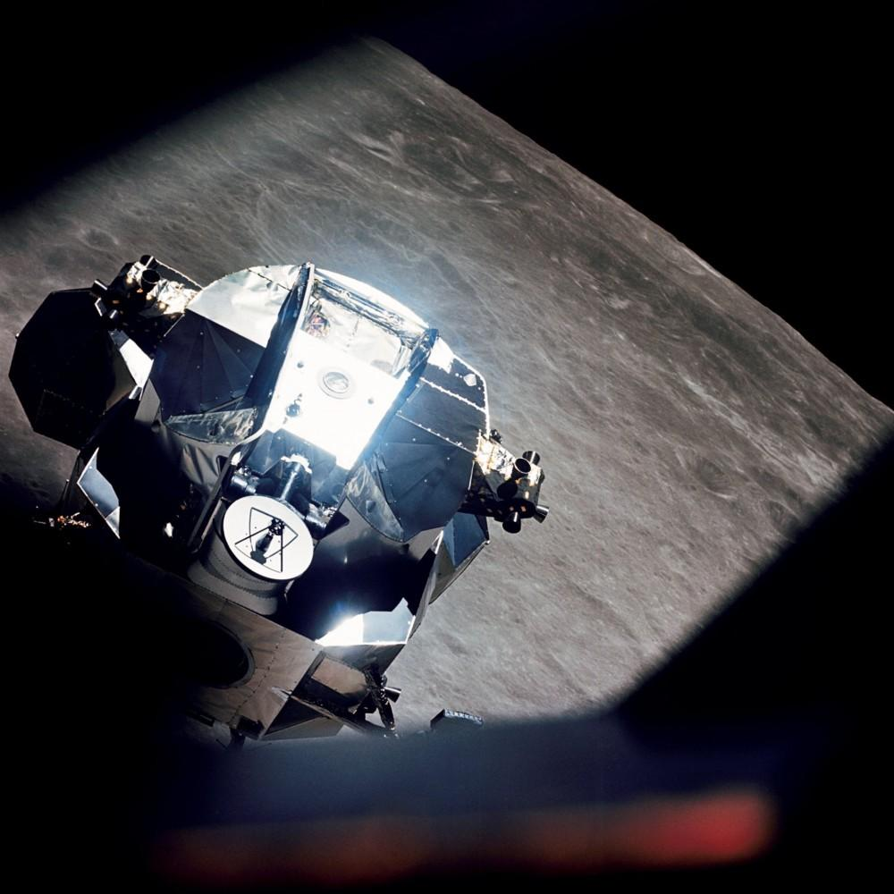 Apollo_10_Lunar_Module_Rendezvous-culturageek.com.ar extraterrestre