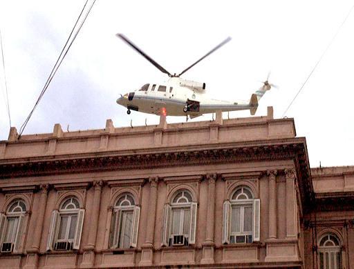 De_la_Rúa_helicóptero-culturageek.com.ar