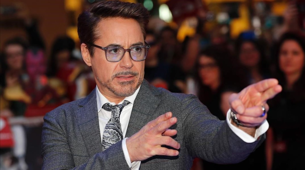 US actor Robert Downey Jr poses on the red carpet arriving for the European Premiere of the film Captain America Civil War in London on April 26 2016 AFP PHOTO ADRIAN DENNIS