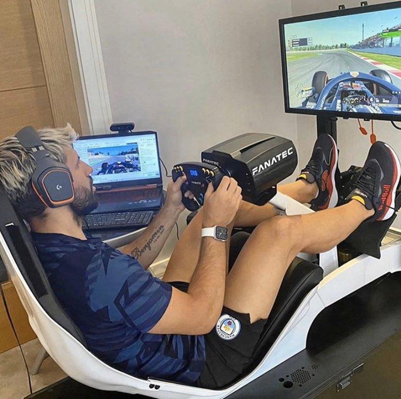 Agüero jugando al Formula 1